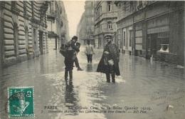 PARIS SECOURISTES MILITAIRES AUX QUARTIERS  DE LA RIVE GAUCHE  EDITION ND N°7 - De Overstroming Van 1910