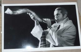 1983 Press Photo Rabbi MEYERSTEIN Shofar TEMPLE BETH BY CHUCK ZOVKO ORIGINAL Yom Kippour. Roch Hachana - Non Classés