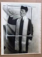 Press Photo ORIGINAL Yom Kippour. Roch Hachana  RaBBI NAVIASKI Shofar HEBREU HORN ORIGINAL JUDAICA 1925 - Non Classés