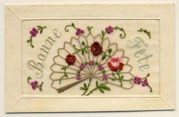 Belle Carte Brodée Sur Tulle - Bonne Fête Avec Eventail De Fleurs - Brodées