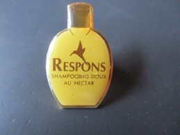 Pin´s --  RESPONS - Shampoing Doux Au Nectar - Marche