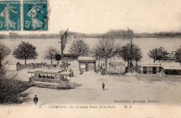 8604. CPA 33 LORMONT LA GRANDE PLACE COTE SUD TRAMWAY PUB PETIT BEURRE LU - France