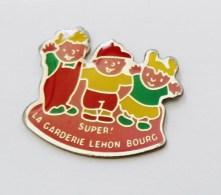 Pin's La Garderie Lehon Bourg Côtes D'Armor - C016 - Pin's