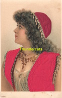 CPA CARTE EN RELIEF AVEC TISSUS MODE COSTUME   ** EMBOSSED CARD WITH ADDED TISSU FABRIC FASHION - Mode