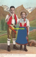 CPA CARTE EN RELIEF AVEC TISSUS MODE COSTUME   ** EMBOSSED CARD WITH ADDED TISSU APPENZELLER TRACHT - Mode