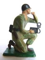 SOLDAT FIGURINE FIG STARLUX 1966 PARA CASQUE Téléphoniste P2  ARMEE MODERNE Socle  Vert (1) - Starlux
