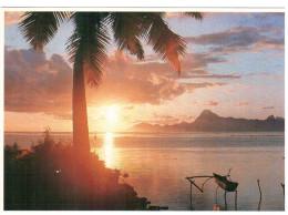 CPM TAHITI  COUCHER DE SOLEIL  SUR MOOREA PHOTO A SYLVAIN TEVA - Hold To Light