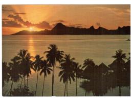 CPM TAHITI  COUCHER DE SOLEIL  SUR MOOREA PHOTO A SYLVAIN ENGADIN - Hold To Light