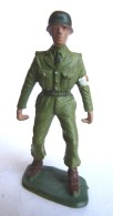 SOLDAT FIGURINE FIG STARLUX 1966 PARA CASQUE Brancardier 5020  ARMEE MODERNE Socle Vert Kaki Marqué En Creux (1) - Starlux