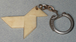 Rare Ancien Porte-clefs Clés CLE Publicitaire En Plastique, Cocotte En Papier, Pliage Origami - Llaveros