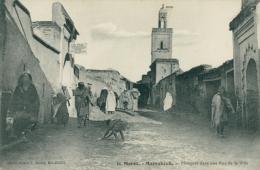MA MARRAKECH / Mosquée Dans Une Rue De La Ville / - Marrakech