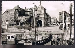 HONFLEUR . Le Vieux Bassin Et La Lieutenance . Chalutier '' Saint - Jeanne D'Arc '' . - Honfleur