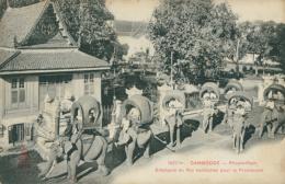 KH PHNOM PENH / Eléphants Du Roi Harnachés Pour La Promenade / - Cambodia