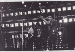 MICHAEL JACKSON : ACCIDENT EN SALLE D'ENREGISTREMENT 1984. PHOTO De PRESSE Format 20 X 30cm. - Célébrités