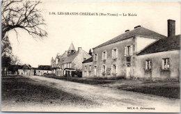 87 LES GRANDS CHEZEAUX - La Mairie - Otros Municipios
