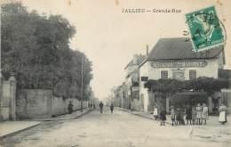 "/ CPA FRANCE 38 ""Bourgoin, Jallieu, Grande Rue"" - Bourgoin"
