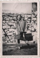 Photo Originale  Femme Jouant De L'accordéon - Non Classificati