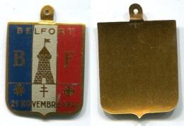 830 ANCIEN INSIGNE WW2 LIBERATION 21 NOV 1944 BELFORT 90 FRANCHE COMTE - Insigne & Ordelinten
