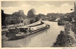 64Mé   55 Bar Le Duc Bords Du Canal Péniche En TTBE - Bar Le Duc