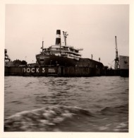Photo Originale Navire - Bateau à Hambourg En 1964 - Transport Maritime - Port Pétrolier - Esso - Dock 3 - Grues