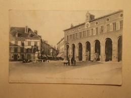Carte Postale - LA TOUR DU PIN (38) - Halle Et Rue Centrale (154/30A) - La Tour-du-Pin