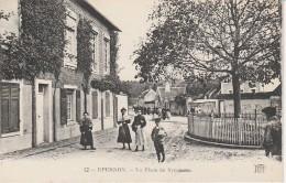 28 - EPERNON - La Place Du Sycomore - Epernon