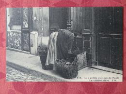 Dep 75 , Cp(repro) Les Petits Métiers De PARIS , 912 , La Chiffonnière (01.09) - Petits Métiers à Paris