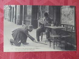 Dep 75 , Cp(repro) Les Petits Métiers De PARIS , 11 , Le Ramasseurs De Mégots (01.15) - Petits Métiers à Paris