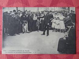 Dep 75 , Cp(repro) Les Petits Métiers De PARIS , 901 , La Liseuse De Pensées Extralucide (01.17) - Petits Métiers à Paris