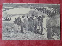 Dep 75 , Cp(repro) Les Petits Métiers De PARIS , Sur Les Berges De La Seine , Pecheurs à La Ligne (01.21) - Petits Métiers à Paris