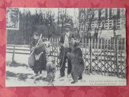 Dep 75 , Cp(repro) Les Petits Métiers De PARIS , 908 , Le Montreur D'ours  (01.53) - Petits Métiers à Paris