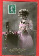 JEUNE FEMME Au Téléphone - (IRISA 2629) - - Donne
