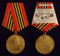 RUSIA. MEDALLA 65 ANIVERSARIO VICTORIA SEGUNDA GUERRA MUNDIAL - Fichas Y Medallas