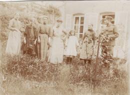 Photo 1915 BLAGNY (près Carignan) - Civils Français Avec Un Soldat Allemand (A94, Ww1, Wk 1) - Zonder Classificatie