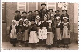 49 - ANGERS - Fête Costumes Bretons - Blason D´Angers Sur Le Mur - Photo: Hardouin, La Flèche - Angers