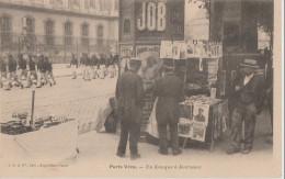 75 ( Scene Parisienne Un Kiosque A Journaux ) PARIS VECU - France