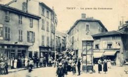69 THIZY La Place Du Commerce Beau Plan Très Animé Colonne Chocolat MENIER - Thizy