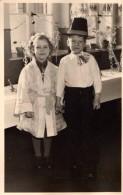 Carte Photo Originale Enfant Déguisés - Petit Couple Déguisé - Anonieme Personen
