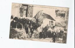 CRIME D'USSEAU PRES CHATELLERAULT (VIENNE) MAI 1905 LA FOULE SUR LES DECOMBRES APRES L'EXPLOSION. TROUPES SUR LES LIEUX - Autres Communes