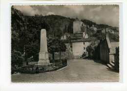 Axat. Perspective Sur La Vieille Eglise. Et Le Monument Aux Morts. Edit Cim N°200 - Axat