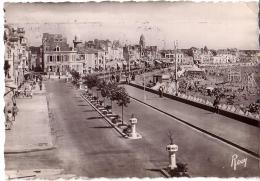 LES SABLES D'OLONNE: Promenade De La Plage Prise De L'Hôtel Belle-Vue - Sables D'Olonne