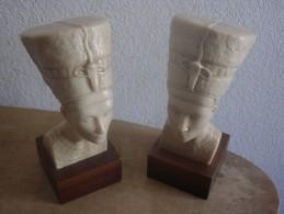 BUSTE DE NEFERTITI  SUR SOCLE BOIS  ( 2 ) - Arte Orientale