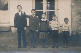 Carte Photo - Enfants Du Plus Grand Au Plus Petit - Grupo De Niños Y Familias