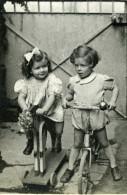 France Tours Jeux De L'Enfance Cheval Velo Ancienne Photo Snapshot Amateur 1946 - Anonymous Persons