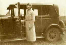 France Jeune Femme Posant Automobile Ancienne Photo Snapshot Amateur 1930 - Automobiles