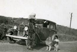 France Dame Elegante Et Son Chien Et Automobile Ancienne Photo Snapshot Amateur 1930 - Cars