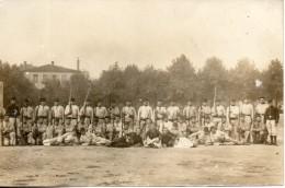 Carte Photo D'un Groupe De Soldats Avec Zouaves - Régiments