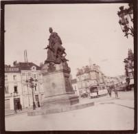 Photo SAINT-QUENTIN - Une Place Avec Un Monument (tramway) (A5, Ww1, Wk1) - Photographie
