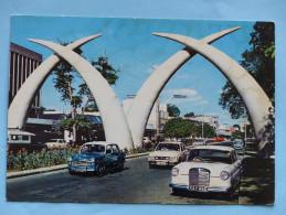 KENYA - MOMBASA -Tusks Kilindini Road - Photo By Dino Sassi (automobiles, Cars) - Kenya
