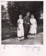Photo Originale Guerre 39-45 - Portrait De Soldat Allemand Entouré De Deux Infirmières - Convalescence - Promenade - Oorlog, Militair